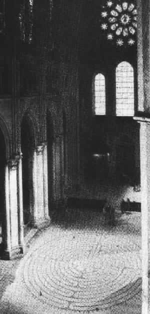 Kathedrale mit Fensterrosette und Labyrinth