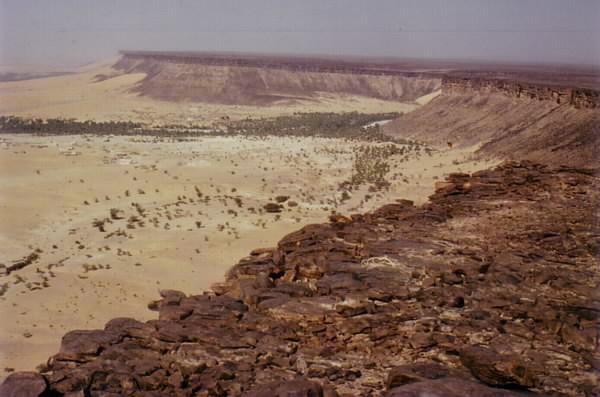 Steilabfall im Adrar westlich von Atar